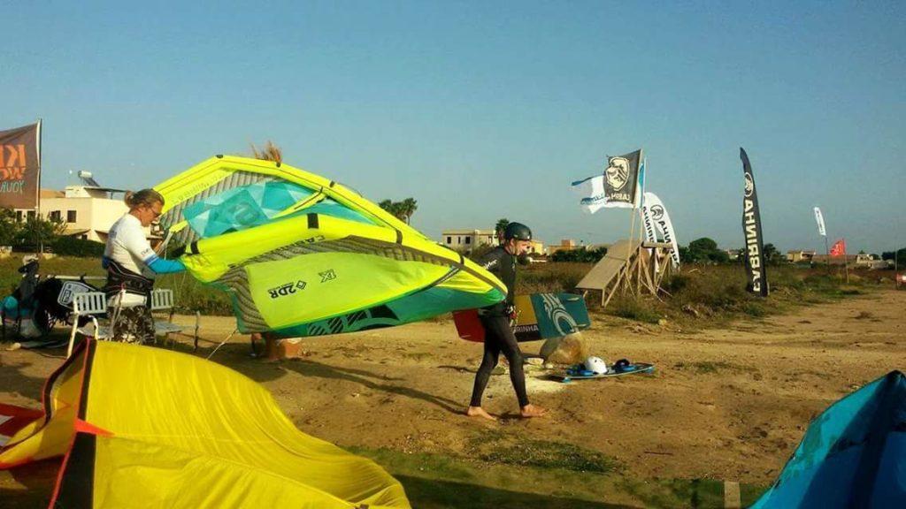 Kitesurfing to najpopularniejszy sport w Lo Stagnone