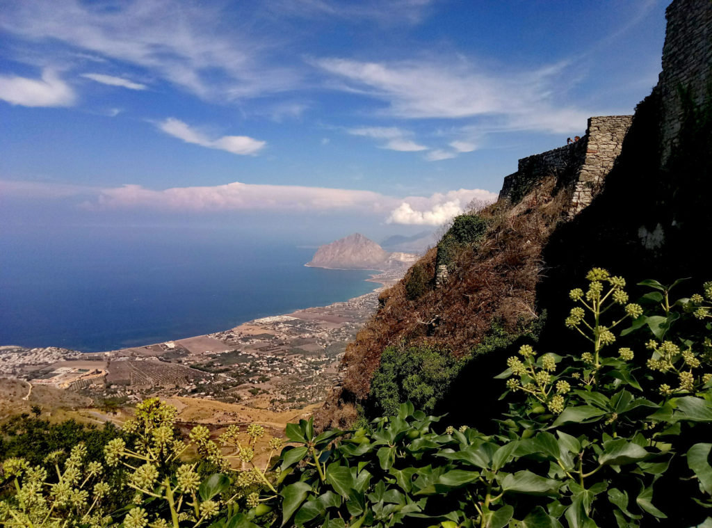 W oddali Monte Cofano