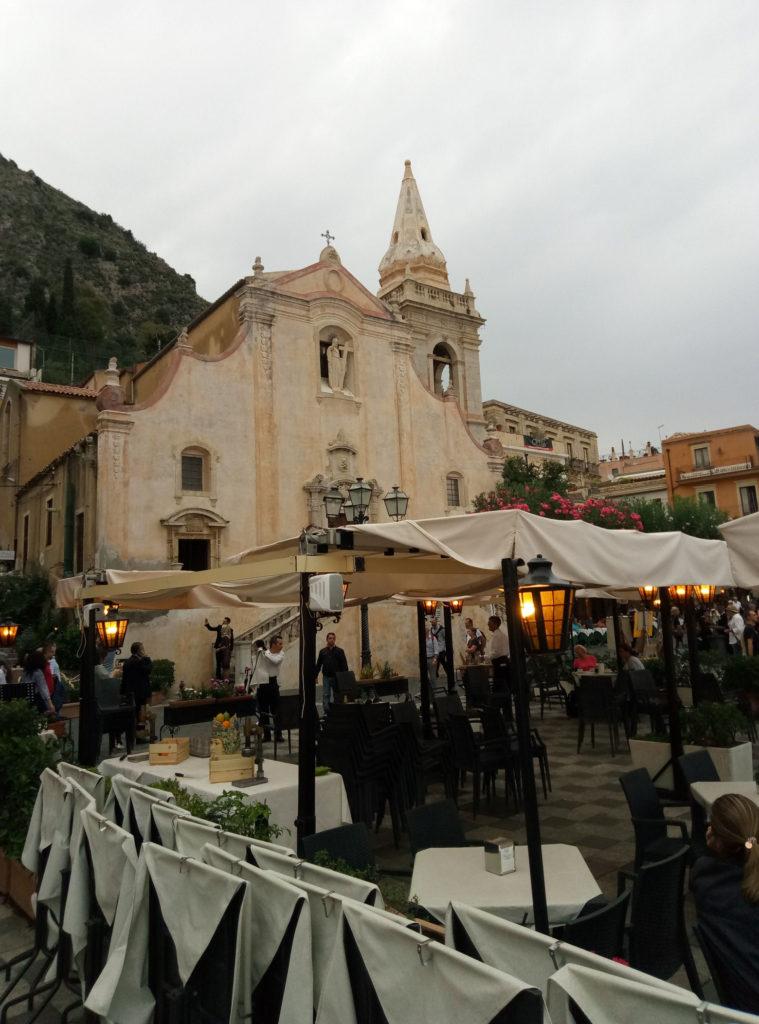 Gwarne uliczki starówki Taorminy