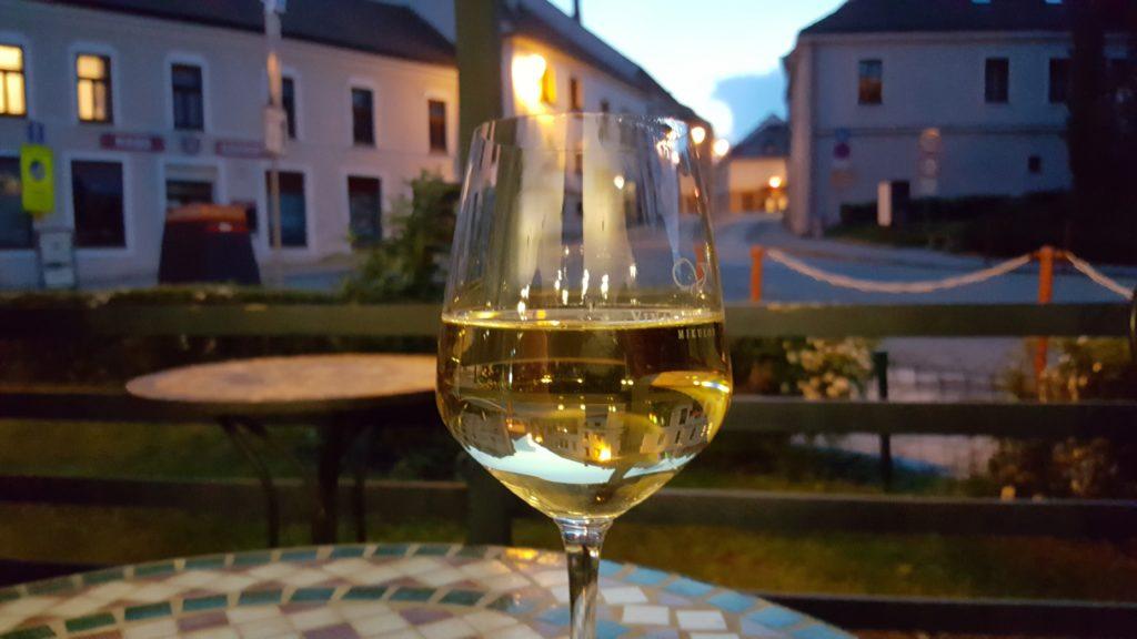 W drodze na Sardynię: znakomite lokalne wino w Mikulovie