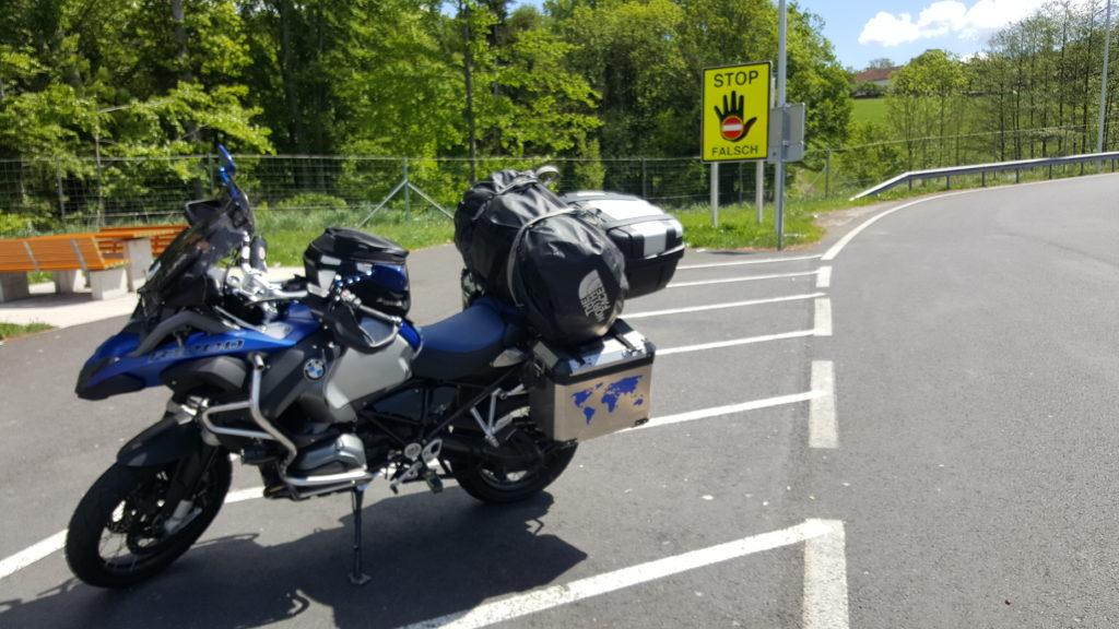 Dwa w jednym: Motocykl turystyczny i kompletny zestaw na kitesurfing
