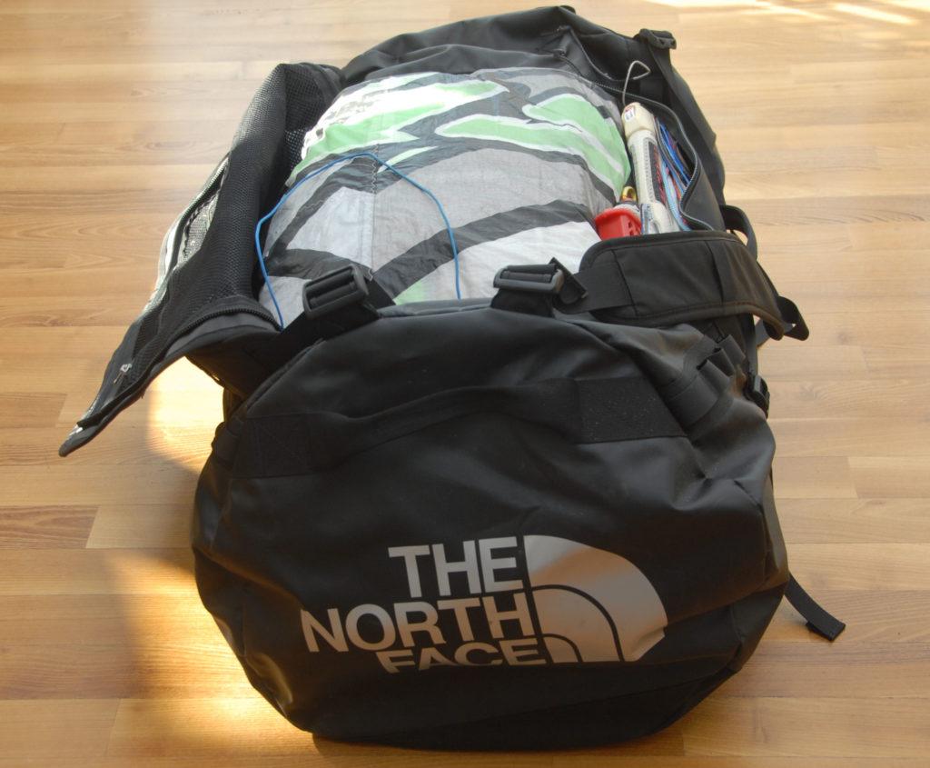 Northface Base Camp Duffle XL pomieści z łatwością dwa latawce i deskę typu split
